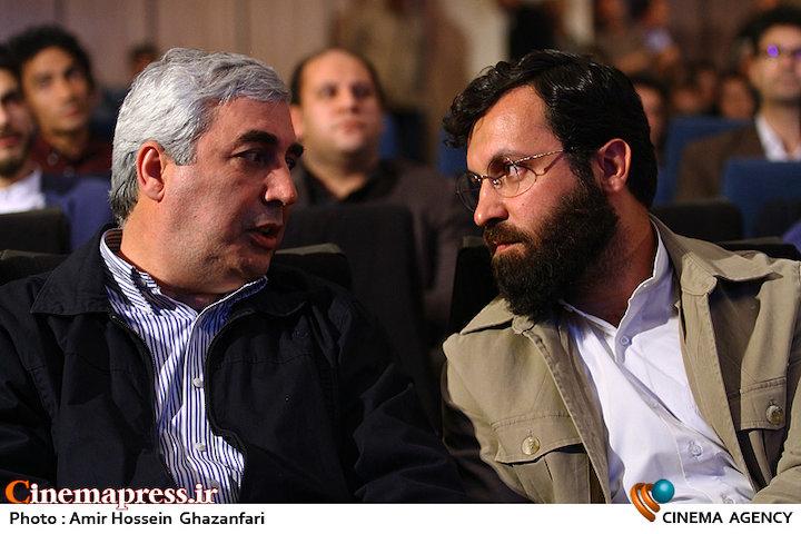 احسان محمدحسنی و ابراهیم حاتمی کیا در مراسم چهره سال هنر انقلاب اسلامی