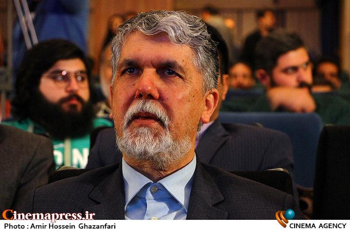 عباس صالحی در مراسم چهره سال هنر انقلاب اسلامی