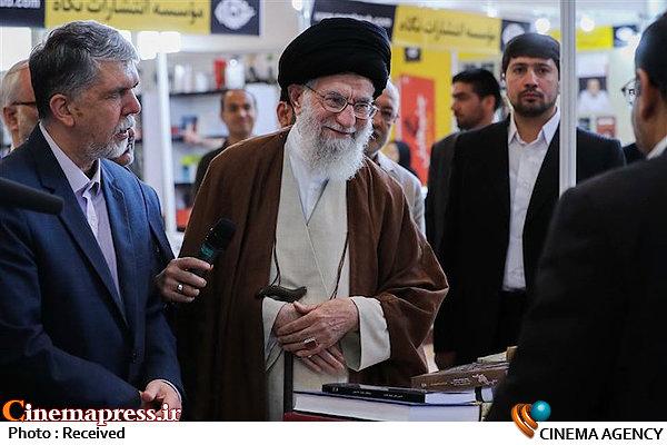 بازدید مقام معظم رهبری از نمایشگاه  کتاب-امام خامنه ای