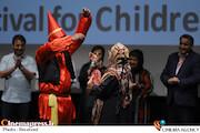مراسم تجلیل از مریم سعادت و مهین جواهریان در سی و دومین جشنواره فیلم های کودکان و نوجوانان