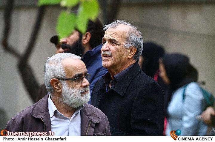 اکبر رحمتی در تشییع پیکر نصرتالله کریمی