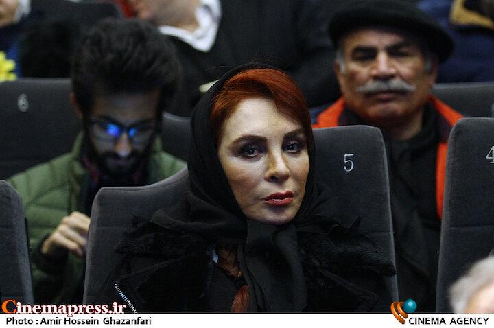 افسانه بایگان در مراسم اختتامیه ششمین جشنواره نوشتار سینمای ایران