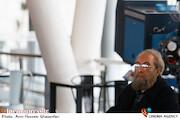 مسعود فراستی در مراسم قرعهکشی جدول سینمای رسانه در سیوهشتمین جشنواره فیلم فجر