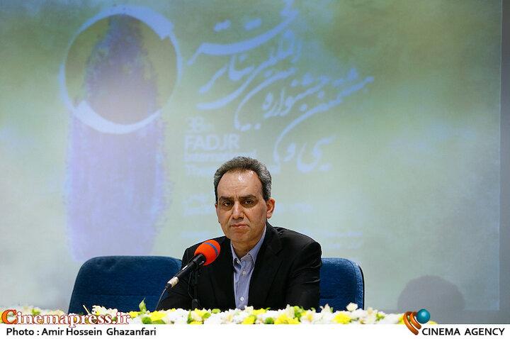 شهرام کرمی در نشست خبری سی و هشتمین جشنواره تئاتر فجر