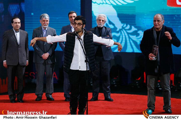 محمد کارت در اختتامیه سی و هشتمین جشنواره فیلم فجر