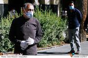 خسرو احمدی در مراسم تشییع پیکر مرحوم «محمدعلی کشاورز»