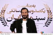 نوید محمدزاده در مراسم تجلیل از افتخارآفرینان سینمای ایران در عرصه بینالملل