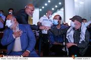 جمال شورجه و جمشید هاشم پور در مراسم اختتامیه شانزدهمین جشنواره بینالمللی فیلم «مقاومت»