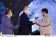 تقدیر از دکتر سعید نمکی در مراسم اختتامیه شانزدهمین جشنواره بینالمللی فیلم «مقاومت»