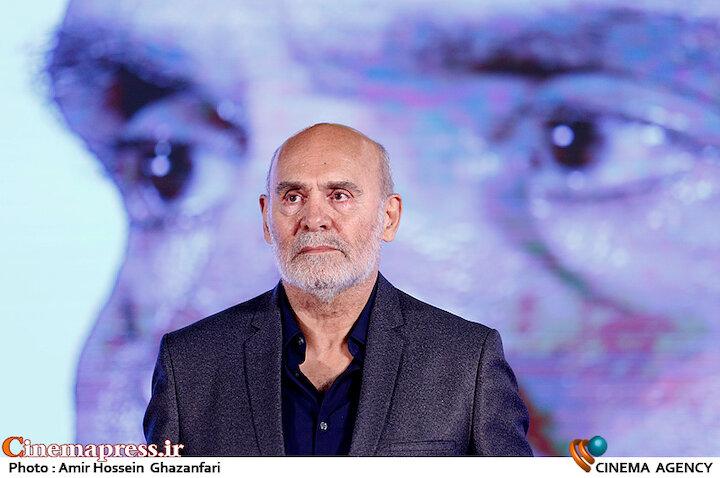 تجلیل از جمشید هاشم پور در مراسم اختتامیه شانزدهمین جشنواره بینالمللی فیلم «مقاومت»