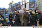 تجمع اعتراضی هنرمندان تئاتر مقابل مجلس