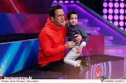 حامد آهنگی و پسرش در پشت صحنه مسابقه تلویزیونی«شوتبال»