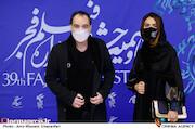رضا صفایی پور و دخترش در هفتمین روز سی و نهمین جشنواره فیلم فجر