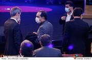 حسین انتطامی در مراسم اختتامیه سی و نهمین جشنواره فیلم فجر