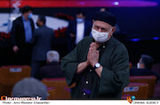 آتیلا پسیانی در مراسم اختتامیه سی و نهمین جشنواره فیلم فجر