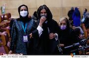 نازنین فراهانی در مراسم اختتامیه سی و نهمین جشنواره فیلم فجر