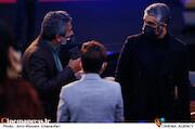 پژمان جمشیدی در مراسم اختتامیه سی و نهمین جشنواره فیلم فجر