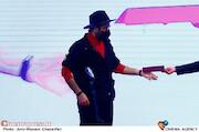 محمد کارت در مراسم اختتامیه سی و نهمین جشنواره فیلم فجر