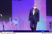 سیدعباس صالحی در مراسم اختتامیه سی و نهمین جشنواره فیلم فجر