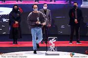 مرتضی نجفی در مراسم اختتامیه سی و نهمین جشنواره فیلم فجر