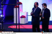 ابراهیم اصغری و علی غفاری در مراسم اختتامیه سی و نهمین جشنواره فیلم فجر