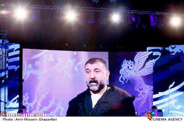 نکوداشت زنده یاد علی انصاریان در مراسم اختتامیه سی و نهمین جشنواره فیلم فجر