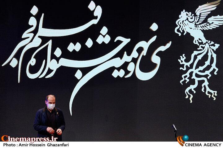 سیدجمال ساداتیان در مراسم اختتامیه سی و نهمین جشنواره فیلم فجر