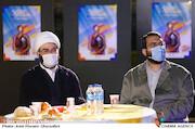 محمدمهدی دادمان و حجتالاسلام قمی در مراسم اختتامیه «هفته هنر انقلاب اسلامی»