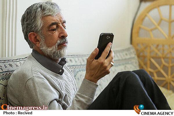 پروانی: معادلسازیهای فرهنگستان زبان و ادب فارسی بیشتر جوکها و فکاهیهای شبکههای مجازی را تغذیه میکند