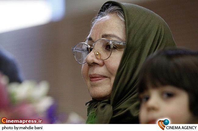 شمسی فضل الهی در  نشست فیلم سلام بر فرشتگان در سی امین جشنواره فیلم فجر