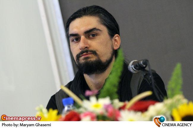 مهتاب کرامتی و علی زارع در نشست خبری نمایشگاه عکس عدالت تاریک