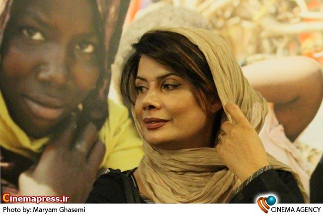 عاطفه رضوی در افتتاحیه نمایشگاه عکس عدالت تاریک