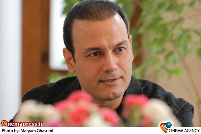 علیرضا قربانی  خواننده در نشست خبری گروه موسیقی شمس