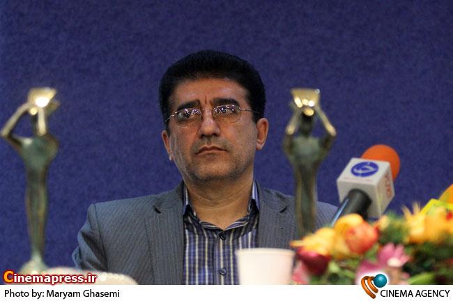 قادر آشنا مدیر مرکز هنرهای نمایشی در نشست خبری سی یکمین جشنواره تئاتر فجر