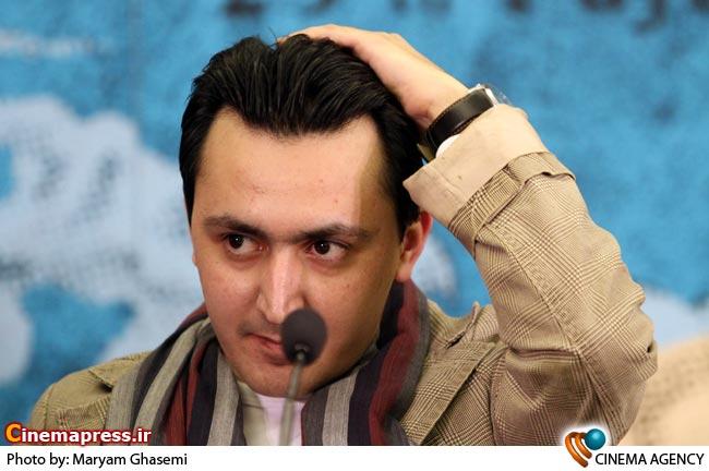 حامد کلاهداری کارگردان در نشست خبری فیلم پایان نامه