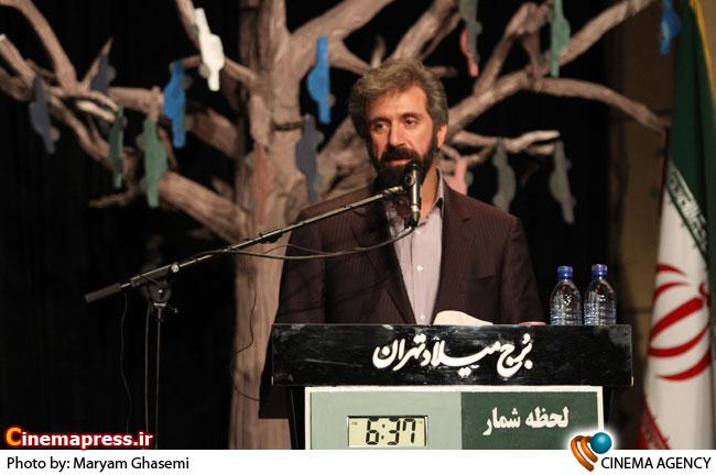 امیر خوراکیان رئیس سازمان فرهنگی شهرداری در چهارمین جشنواره طنز طهران