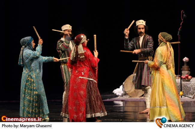 اجرای موسیقی محلی در اختتامیه جشنواره موسیقی فجر