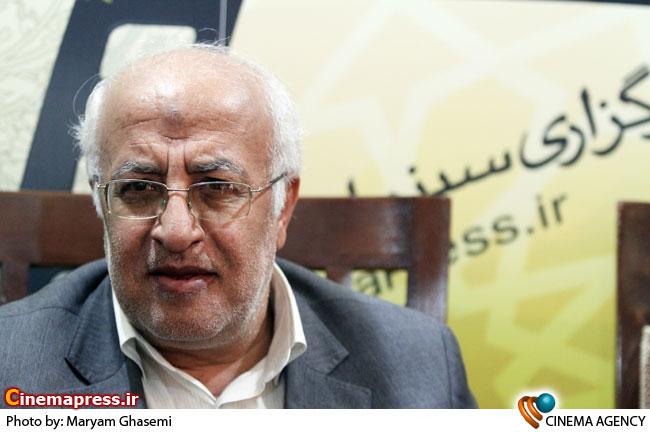 اشعری در غرفه خبرگزاری سینمای ایران در نمایشگاه مطبوعات