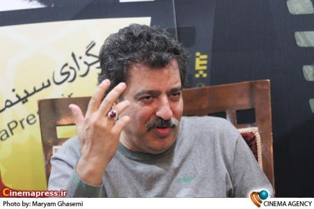 علیرضا رئیسیان در غرفه خبرگراری سینمای ایران در نمایشگاه مطبوعات