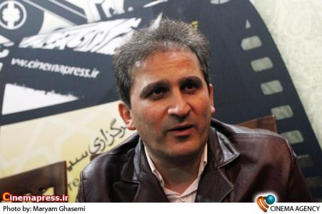 محمد مسلمی در غرفه خبرگزاری سینمای ایران در نمایشگاه مطبوعات