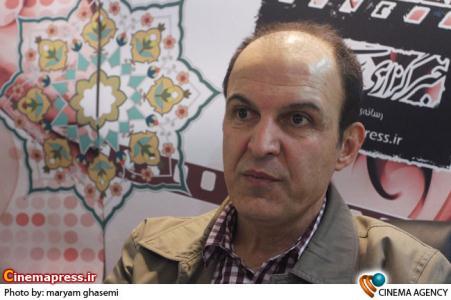 ساداتیان در غرفه خبرگزاری سینمای ایران در نوزدهمین نمایشگاه مطبوعات