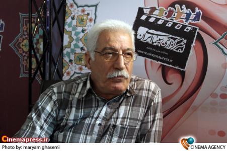 حبیب کاوش در غرفه خبرگزاری سینمای ایران در نوزدهمین نمایشگاه مطبوعات