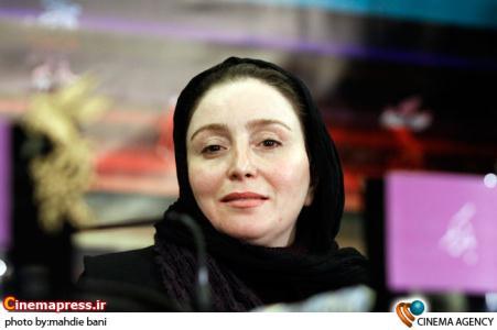 ژاله صامتی در مهدی هاشمی و مصطفی کیایی در نشست فیلم ضد گلوله در سی امین جشنواره فیلم فجر