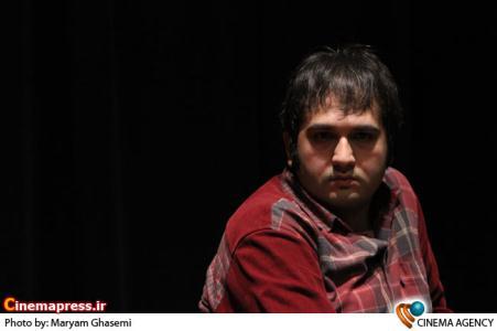 رضا درمیشیان دستیار کارگردان در نشست فیلم «نارنجی پوش »به کارگردانی داریوش مهرجویی
