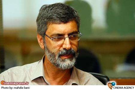 اکبر تحویلیان تهیه کننده در نشست سریال «شاید برای شما هم اتفاق بیفتد» به کارگردانی احمد معظمی