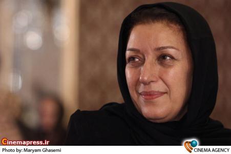 مینو فرشچی در مراسم اختتامیه نخستین جشنواره فیلم های ویدئویی تهران