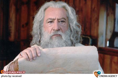 داریوش ارجمند در نمایی از فیلم راه آبی ابریشم به کارگردانی محمد بزرگ نیا