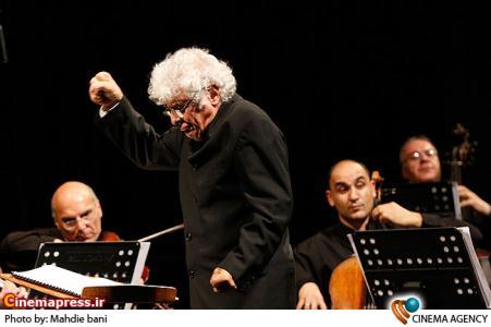 ارکستر مجلسی ارمنستان به رهبری لوریس چکناواریان