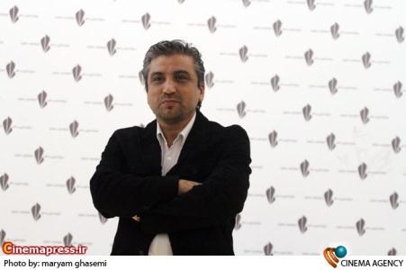 محمدرضا آهنج کارگردان در مراسم قدردانی از عوامل سریال «راستش را بگو »