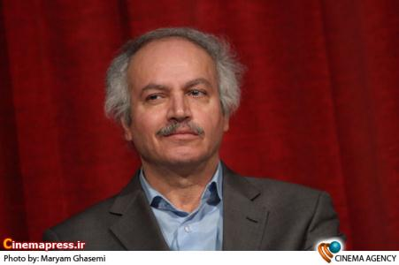 عزیزاله حاجی مشهدی منتقد در  نشست فیلم معبد جان به کارگردانی محمد درمنش